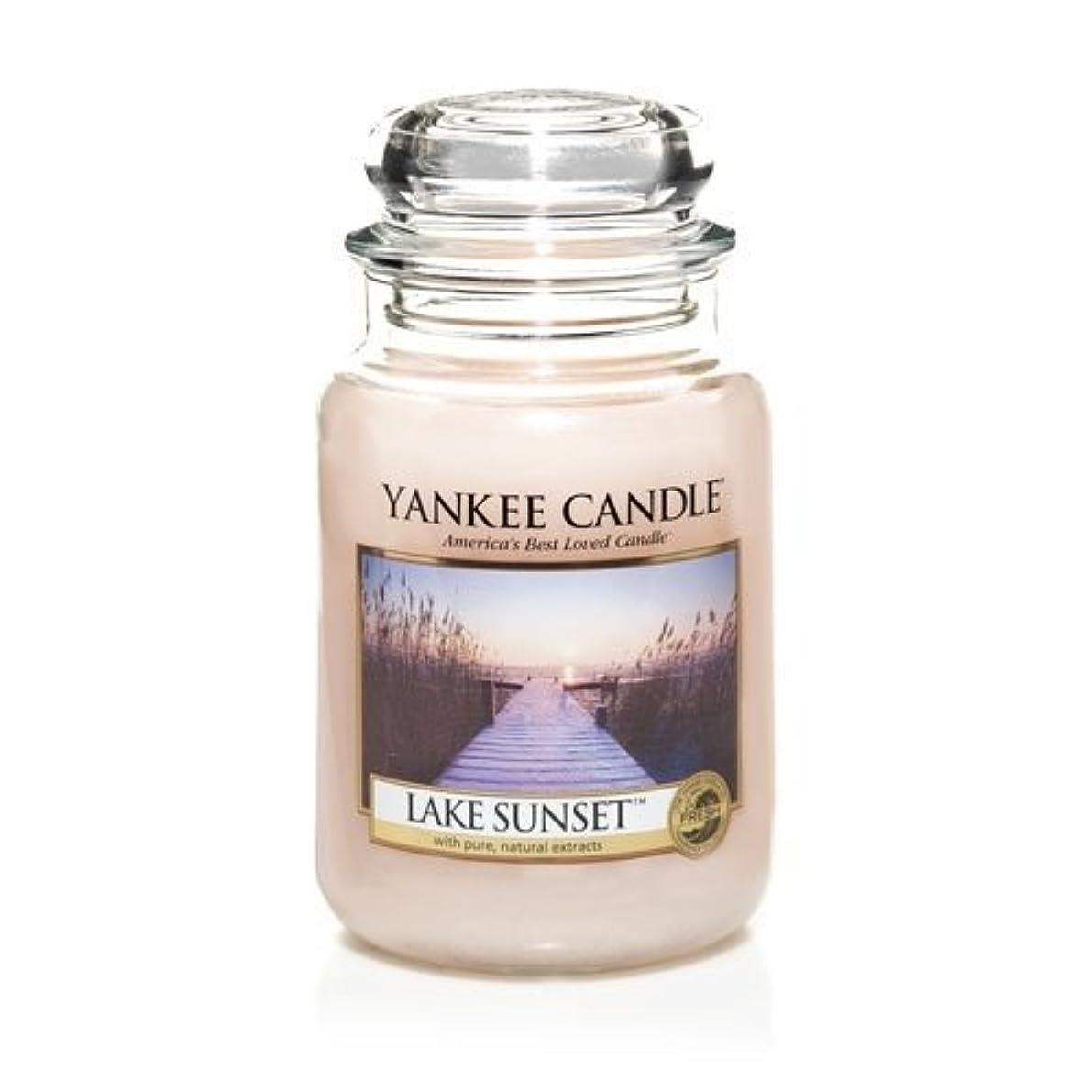コマンドラベ分散Yankee Candle LAKE SUNSET 22 oz Large Jar Candle - New for Fall 2013 by Yankee Candle [並行輸入品]
