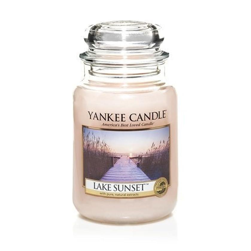 提供されたミント干し草Yankee Candle LAKE SUNSET 22 oz Large Jar Candle - New for Fall 2013 by Yankee Candle [並行輸入品]