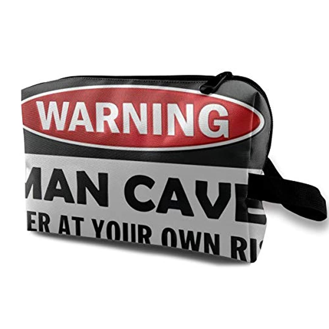 真珠のような流暢しょっぱいMan Cave Warning Sign 収納ポーチ 化粧ポーチ 大容量 軽量 耐久性 ハンドル付持ち運び便利。入れ 自宅?出張?旅行?アウトドア撮影などに対応。メンズ レディース トラベルグッズ