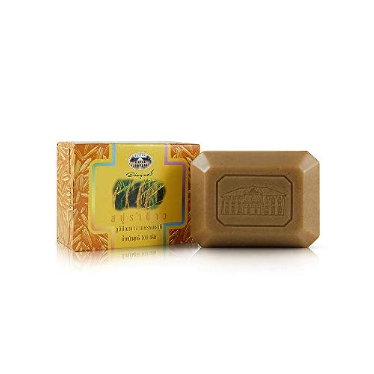 期限黒くする地元Abhaibhubejhr Rice Bran Herbal Body Cleansing Soap 100g. Abhaibhubejhrライスブランハーブボディクレンジングソープ100グラム。