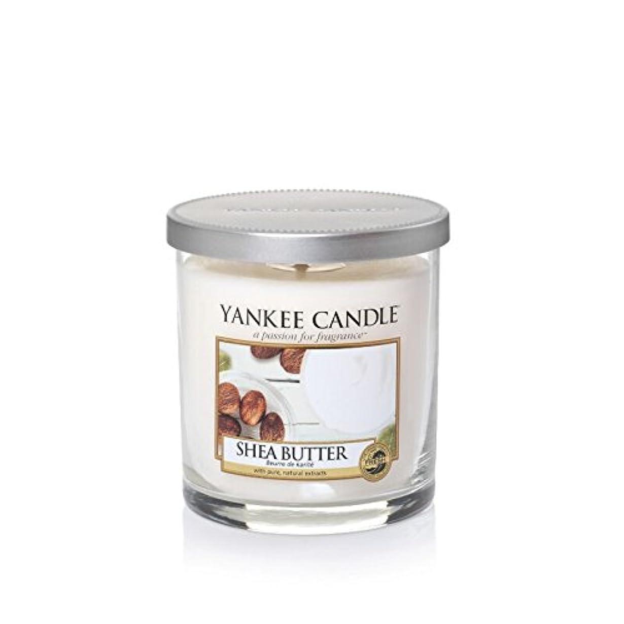 舌翻訳するグラフィックYankee Candles Small Pillar Candle - Shea Butter (Pack of 2) - ヤンキーキャンドルの小さな柱キャンドル - シアバター (x2) [並行輸入品]