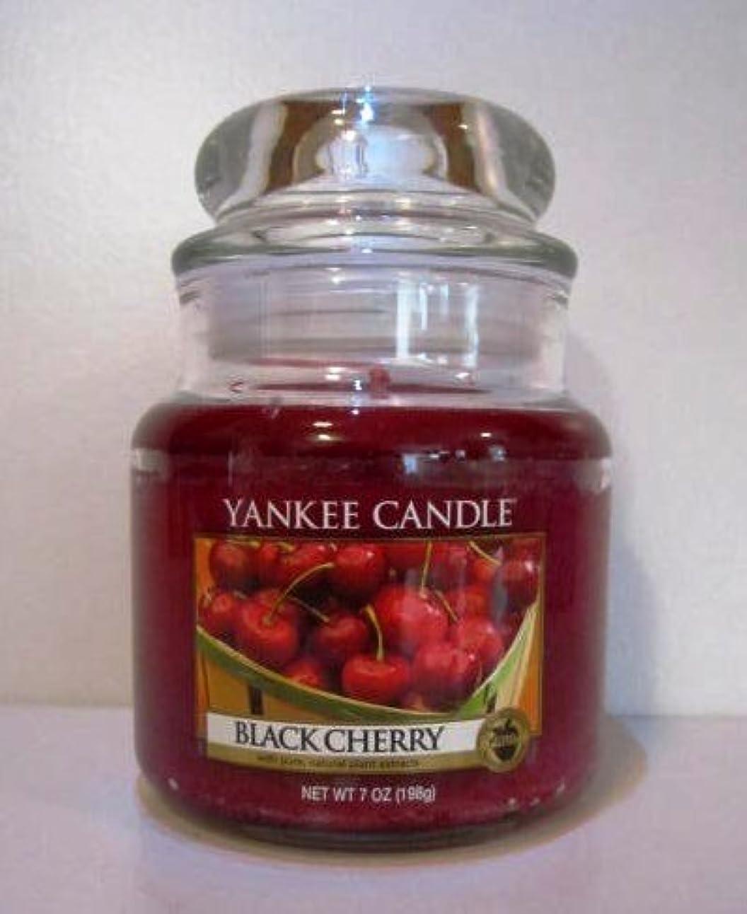 無礼に蘇生するアーティストYankee Candle 7 oz Housewarmer Jar Candle BLACK CHERRY by Yankee Candle [並行輸入品]