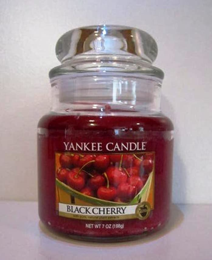 徹底調整する雑種Yankee Candle 7 oz Housewarmer Jar Candle BLACK CHERRY by Yankee Candle [並行輸入品]