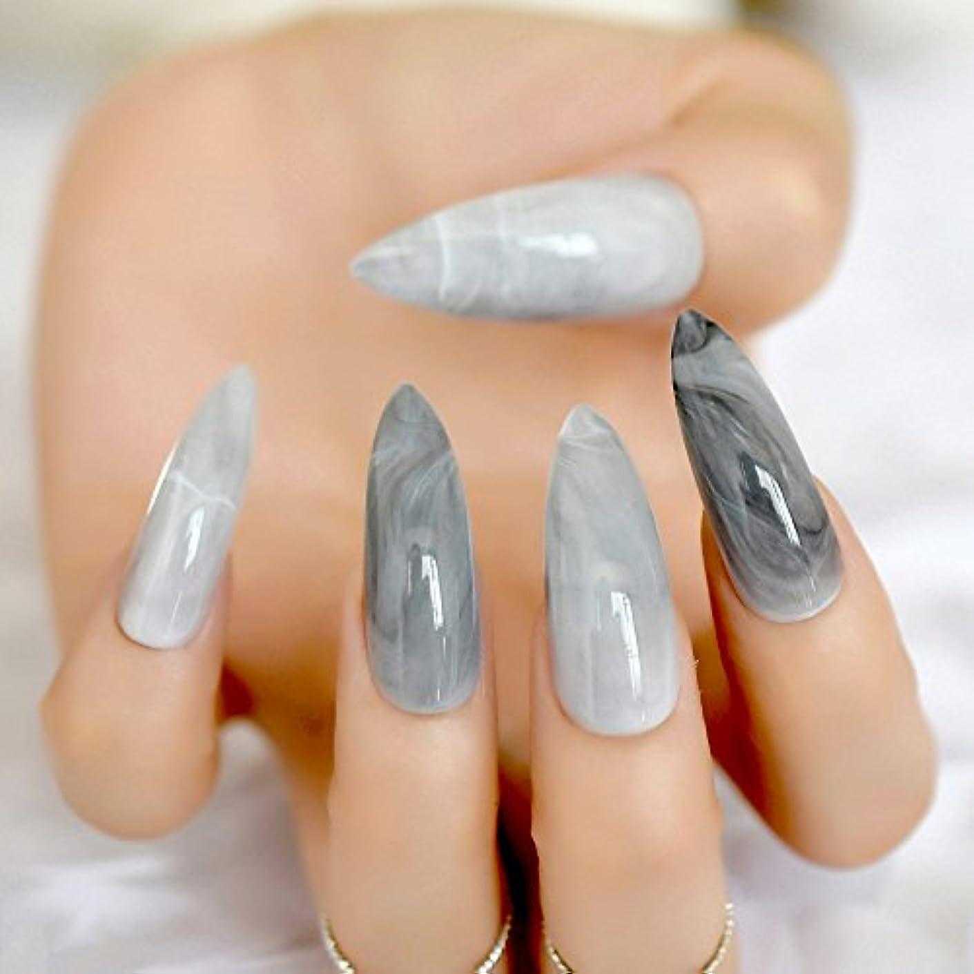 自動的に目立つ八百屋さんXUTXZKA 余分な長いスチレットグレーのフェイクマーブルネイルストーンパターンは、指24カウントのために偽の爪に暗い光沢のあるロングプレスを指摘しました