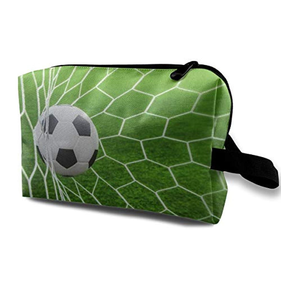医学枝論理的Soccer Football In Goal 収納ポーチ 化粧ポーチ 大容量 軽量 耐久性 ハンドル付持ち運び便利。入れ 自宅?出張?旅行?アウトドア撮影などに対応。メンズ レディース トラベルグッズ