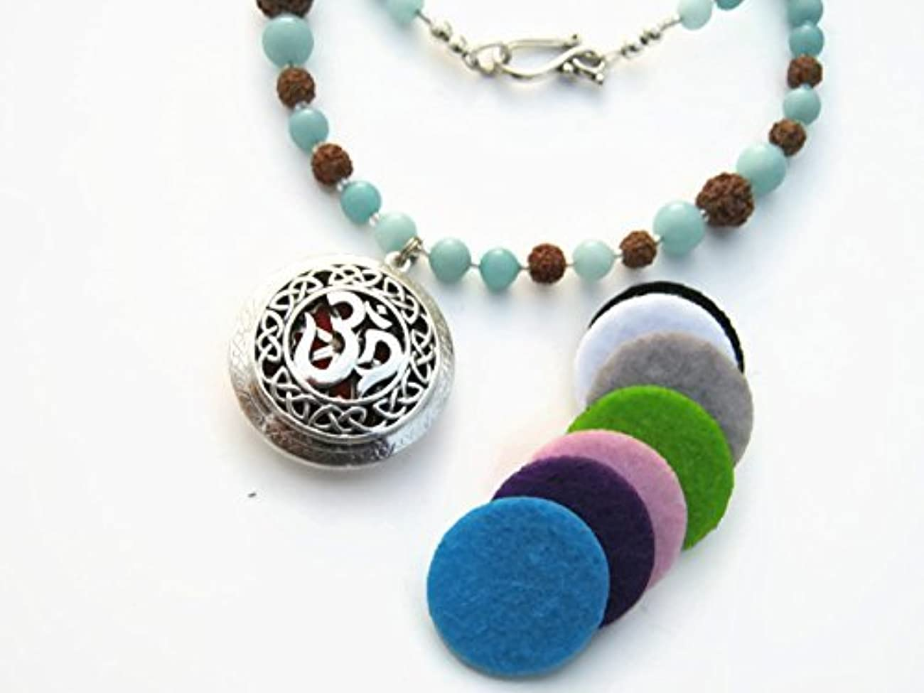 芸術護衛戸口Om Essential Oil Diffuser Necklace 23 Aqua Jade Gemstone Necklace Bodhi Seed Mala Locket Necklace [並行輸入品]