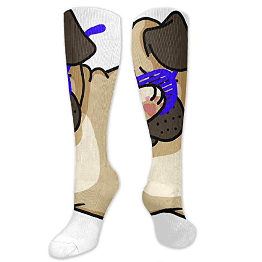 我慢する変化する雪QRRIYノベルティデザインクルーソックス、ダビングパグファニーヒップパグ、クリスマス休暇クレイジー楽しいカラフルな派手な靴下、冬暖かいストレッチクルーソックス