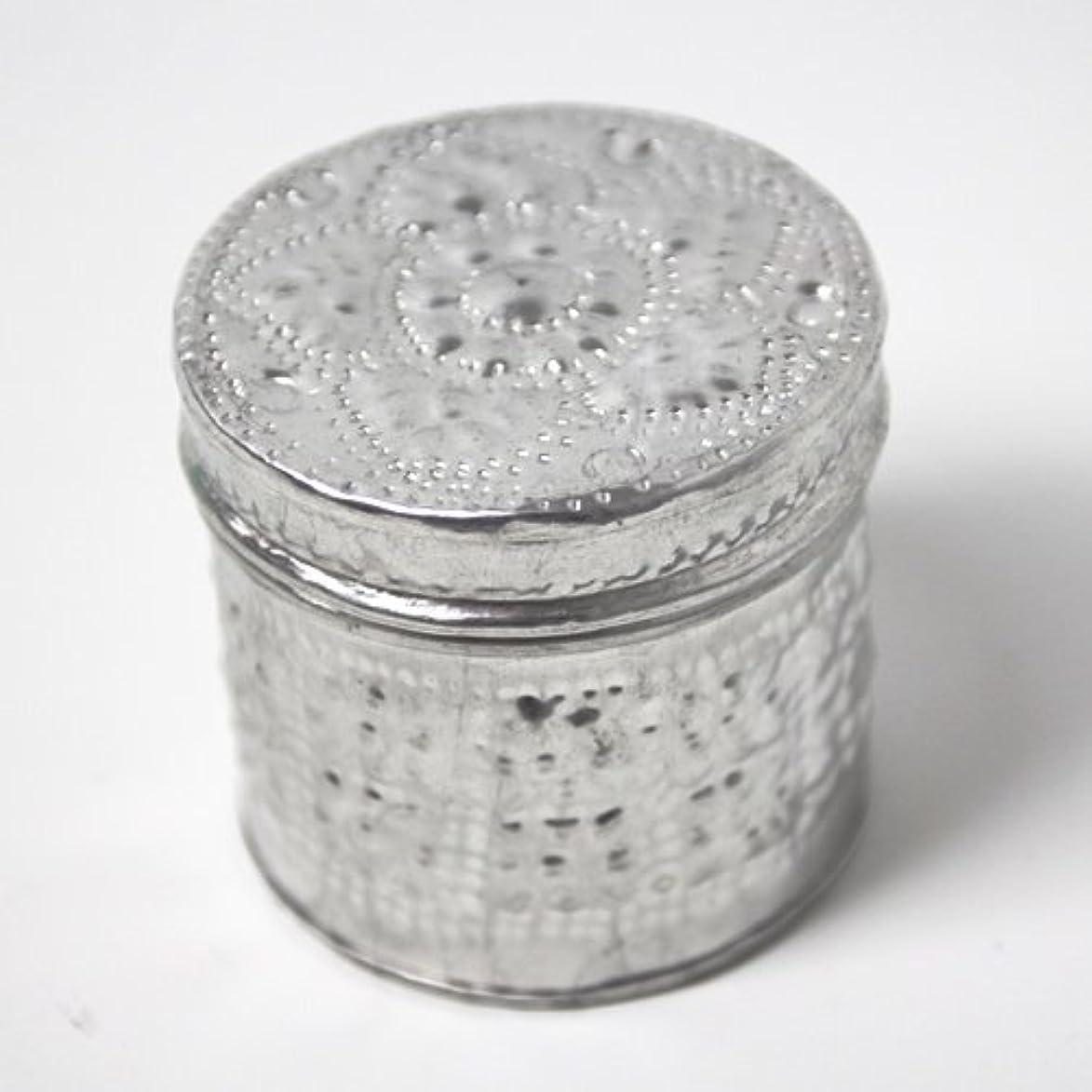 異なるほうきツインアルミアートのボックスにはいったアロマキャンドル?円柱