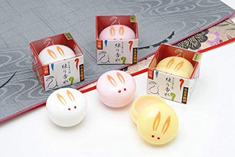 パーセント染色耐えられない舞妓さんの練り香水「うさぎ饅頭」 三個セット 金木犀 沈丁花 桃
