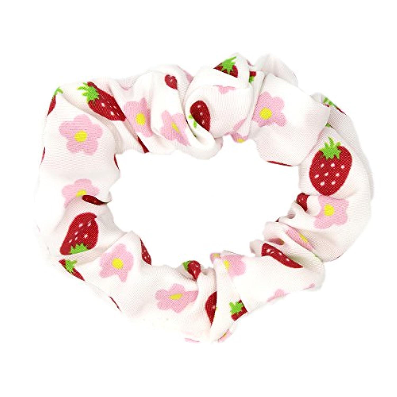 アクセサリーショップピエナ キッズ用シュシュ ヘアゴム イチゴ模様 日本製 ストロベリー 果物 スイーツ ホワイト