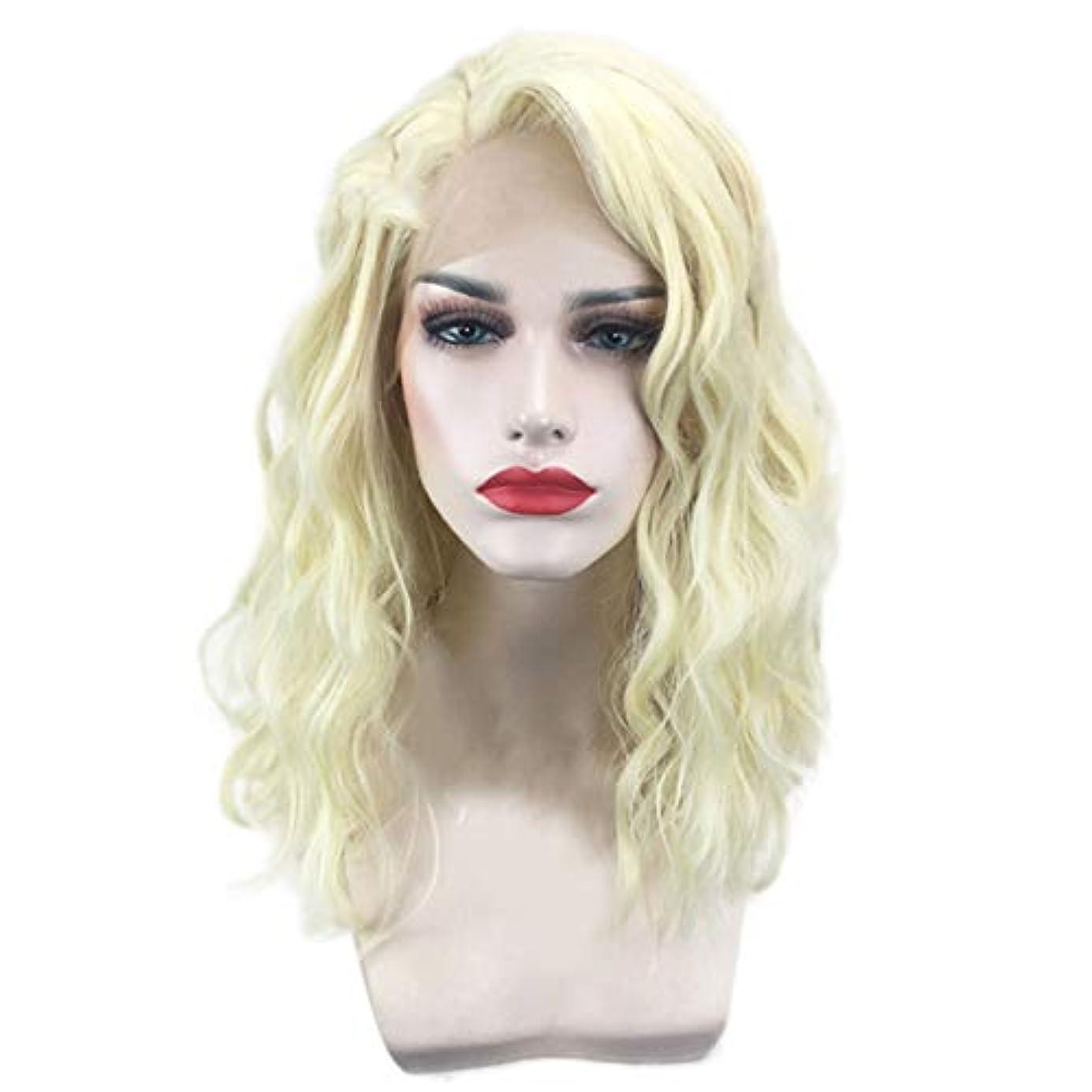 聖域プリーツ幸運なことに女性のための短い巻き毛のかつらゴールドウェーブヘアかつら自然に見える耐熱合成ファッションかつらコスプレ気質