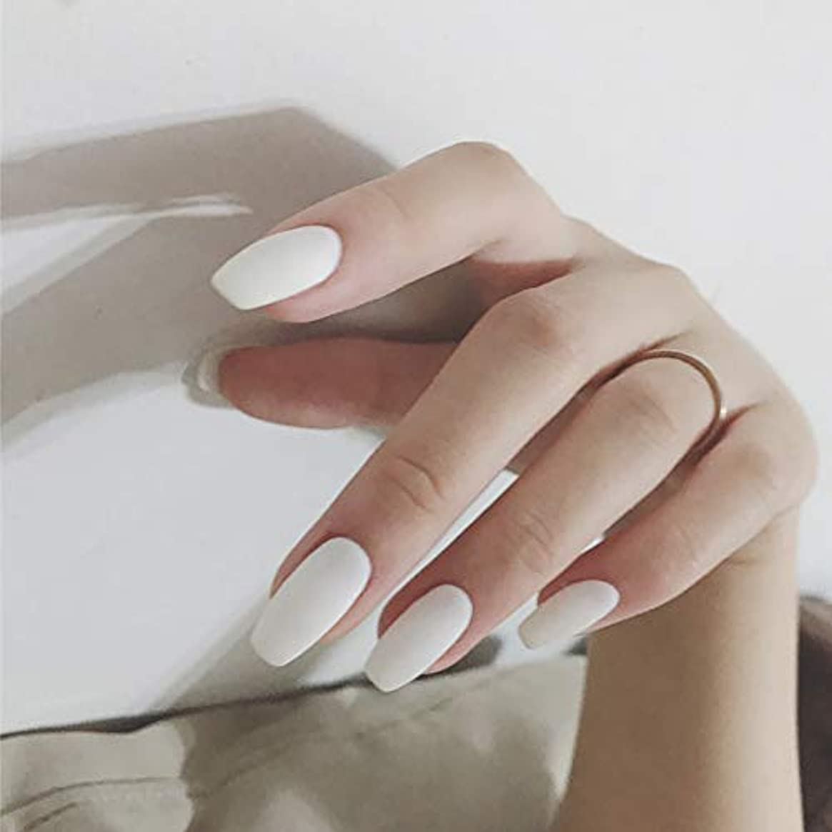政令束マディソンins 人気のスタイル 24pcs ホワイト つや消しショート ネイルチップ 可愛い優雅ネイル 無地ネイルチップ バレエのネイル 長いスタイル