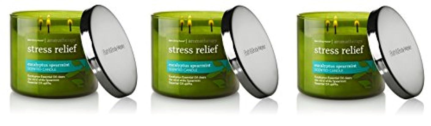 泣いている定義便利さBath & Body Works , Aromatherapy Stress Relief 3-wick Candle、ユーカリスペアミント 3 Pack (Eucalyptus Spearmint)