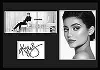 10種類! カイリー・ジェンナー/Kylie Jenner/サインプリント&証明書付きフレーム/BW/モノクロ/ディスプレイ/3W (08) [並行輸入品]
