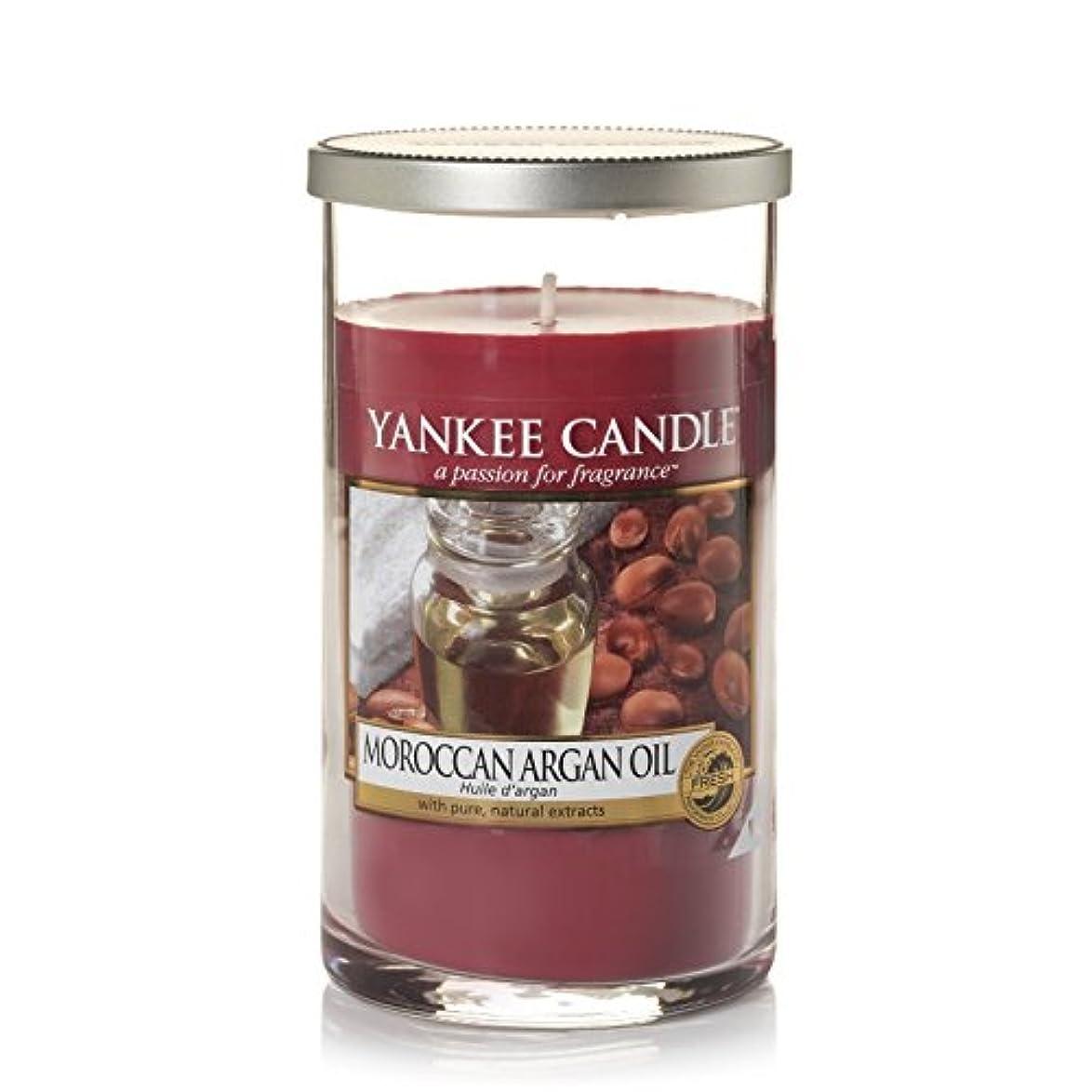 敏感な地球自宅でYankee Candles Medium Pillar Candle - Moroccan Argan Oil (Pack of 2) - ヤンキーキャンドルメディアピラーキャンドル - モロッコアルガンオイル (x2) [並行輸入品]