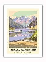 エイダ湖 - 南島、ニュージーランド - ビンテージな世界旅行のポスター によって作成された マーカス・キング c.1951 - プレミアム290gsmジークレーアートプリント - 30.5cm x 41cm