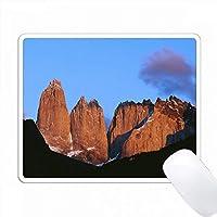 チリ、Torre massif、Torres Del Paine国立公園の朝の光 PC Mouse Pad パソコン マウスパッド