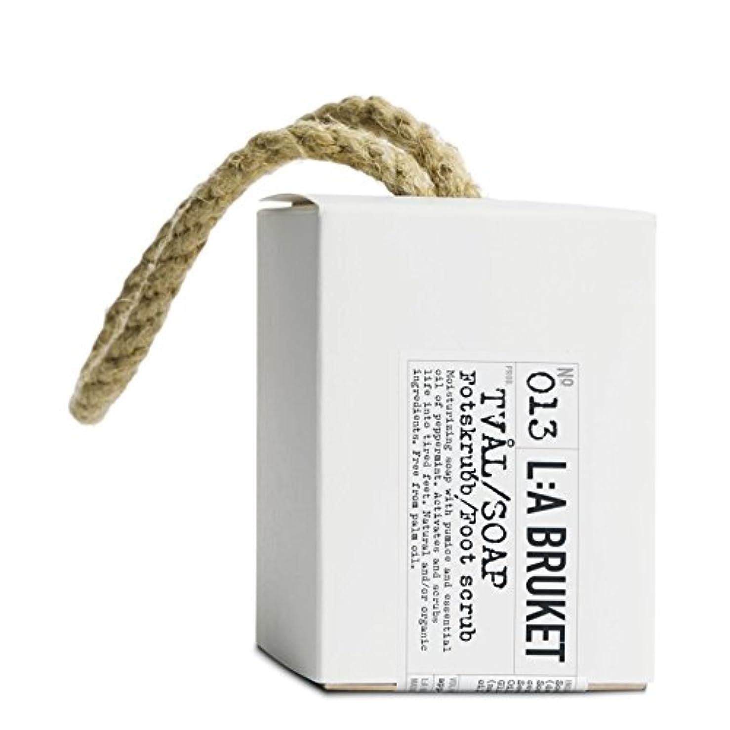 報復四分円ファックスL:A Bruket Foot Scrub Soap on a Roap 240g - :の240グラムのフットスクラブ石鹸 [並行輸入品]