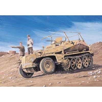 プラッツ DR6125 1/35 WW.II ドイツ軍 Sd.Kfz.250/3 無線指揮装甲車 グライフ w/ロンメル将軍 プラモデル
