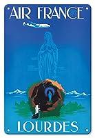 22cm x 30cmヴィンテージハワイアンティンサイン - ルルド - 聖母マリア - ルルドの聖母 - エアフランス - ビンテージな航空会社のポスター によって作成された エドモンド・マウルス c.1950s