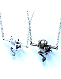 カエルモチーフ 癒し系?小枝につかまる蛙デザインブラックカットビーズ装飾レディース&メンズ アニマル ペンダント ネックレス【シルバー】