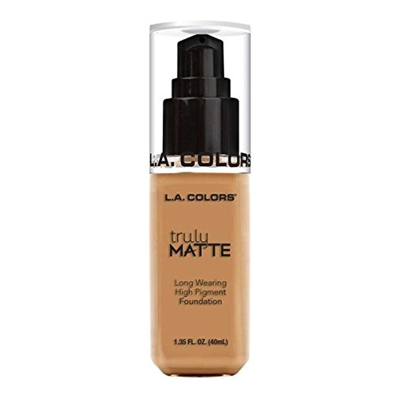 ええかき混ぜるほこりっぽい(6 Pack) L.A. COLORS Truly Matte Foundation - Warm Honey (並行輸入品)
