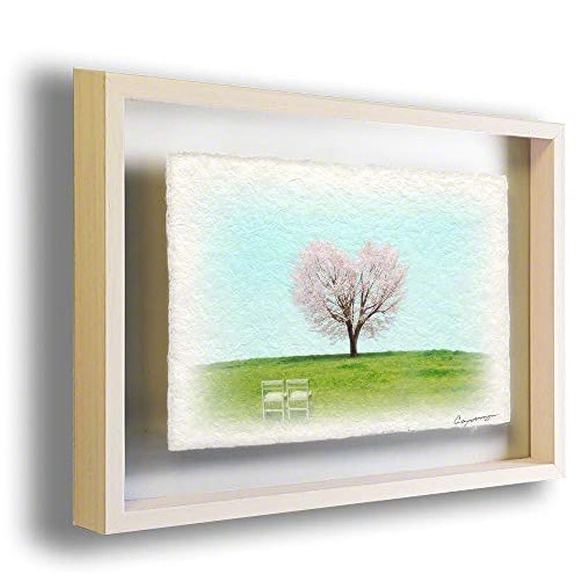 歴史的アルコーブ痛い和紙 アートフレーム 額入り 春 ピンク 花 「丘の上のハートの桜の木と白い椅子」 27x22cm 絵 絵画 インテリア 壁掛け 壁飾り 風水 玄関 額縁付き
