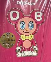 MOMA 村上隆 DOB-kun フィギュア ピンク (当店のオリジナルミニ缶バッジ付き)