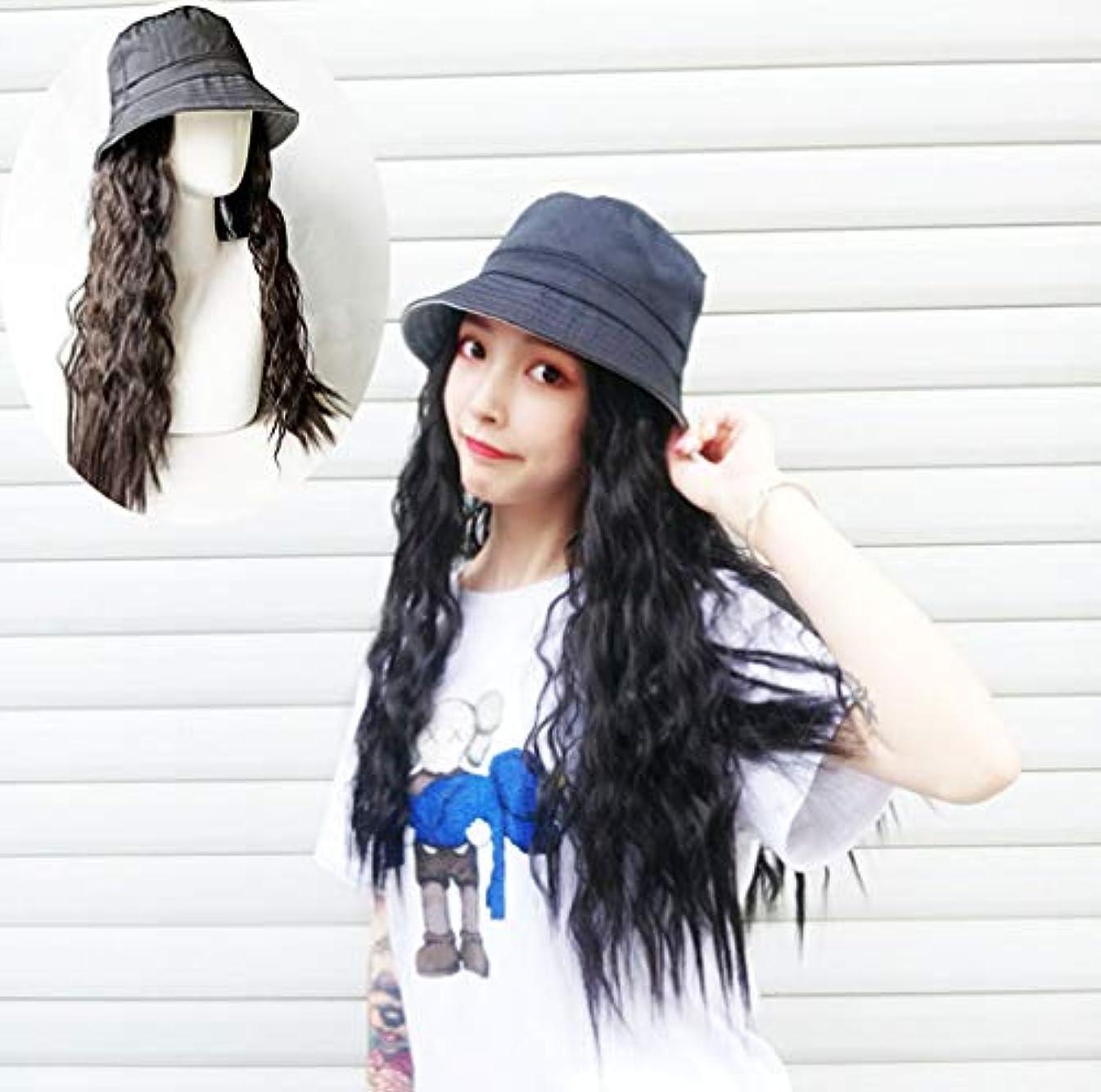 食い違い触覚降伏長いウェーブのかかった髪の拡張子を持つ女性野球キャップ毎日のパーティーの使用のための黒い帽子が付いた自然な人工毛65cm