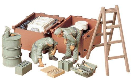 1/35 ドイツ戦車兵エンジン整備