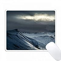 アイスランド。太陽光が嵐の雲を突き抜ける。 PC Mouse Pad パソコン マウスパッド