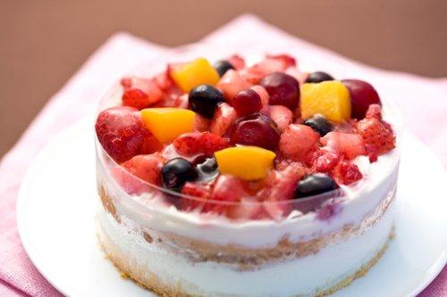 クワトロベリートルテ4号12cm 4種類のベリー(苺、ブルーベリー、ラズベリー、クランベリー)のケーキ