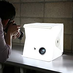 撮影ボックス 小型 22.6*23*24 cm  簡易スタジオ 組み立て簡単  折り畳み 携帯型  撮影キット LEDライト搭載 撮影用照明 写真 照明 ライトボックス  デジタル一眼レフカメラ用 バックスクリーン2枚(白・黒)USB給電 コンパクト 収納便利