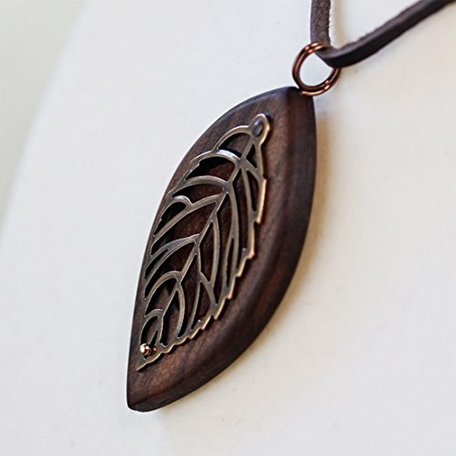 木製オリジナルアロマペンダント 【天使の小瓶】 木の葉(アンティークゴールド)