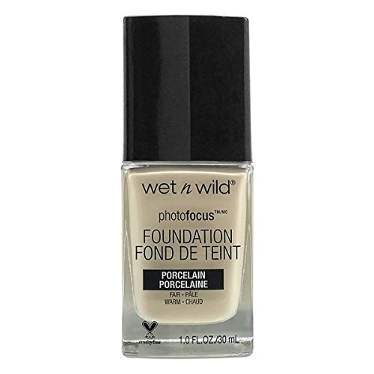乳白色バッジ発言するWET N WILD Photo Focus Foundation - Porcelain (並行輸入品)