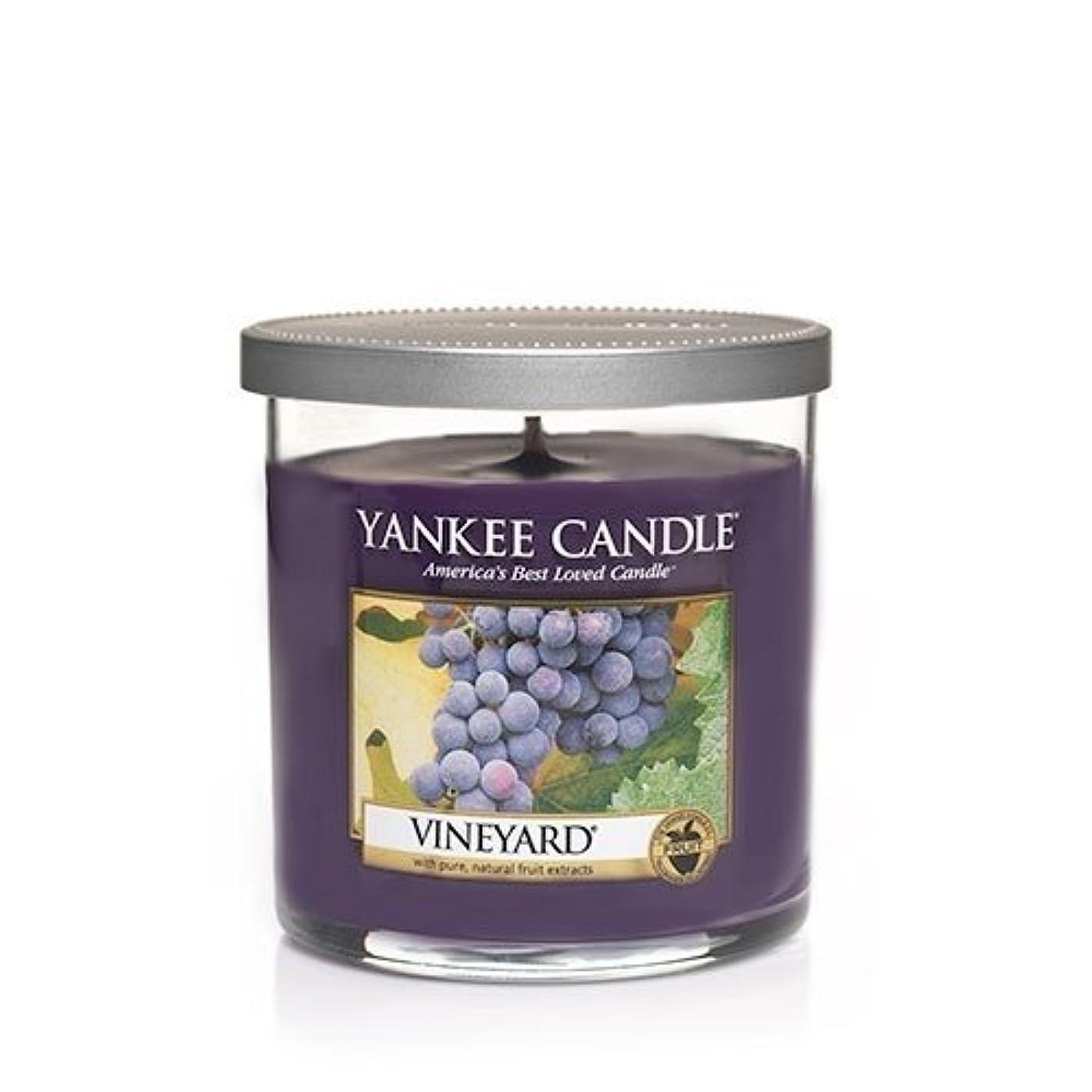 アルバニー切る司法YankeeキャンドルVineyardスモールタンブラー7oz、Festive香り