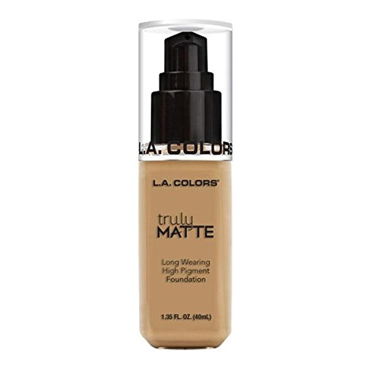 石油たるみシニス(6 Pack) L.A. COLORS Truly Matte Foundation - Medium Beige (並行輸入品)
