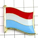 ピンバッジ はためく ルクセンブルク 国旗 デラックス薄型キャッチ付き ベネルクス