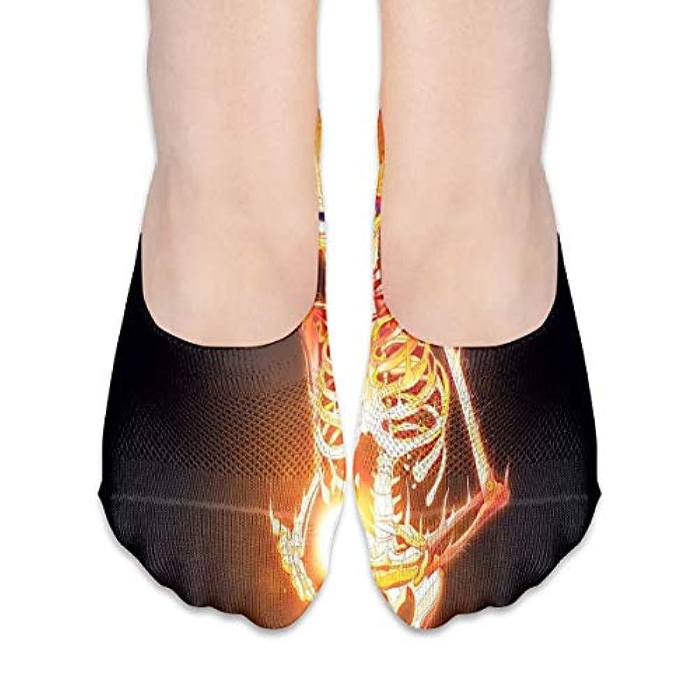 困惑したつまらない脅かす女性のためのノーショーソックスローカットカジュアルソックス滑り止め燃える頭蓋骨(2)