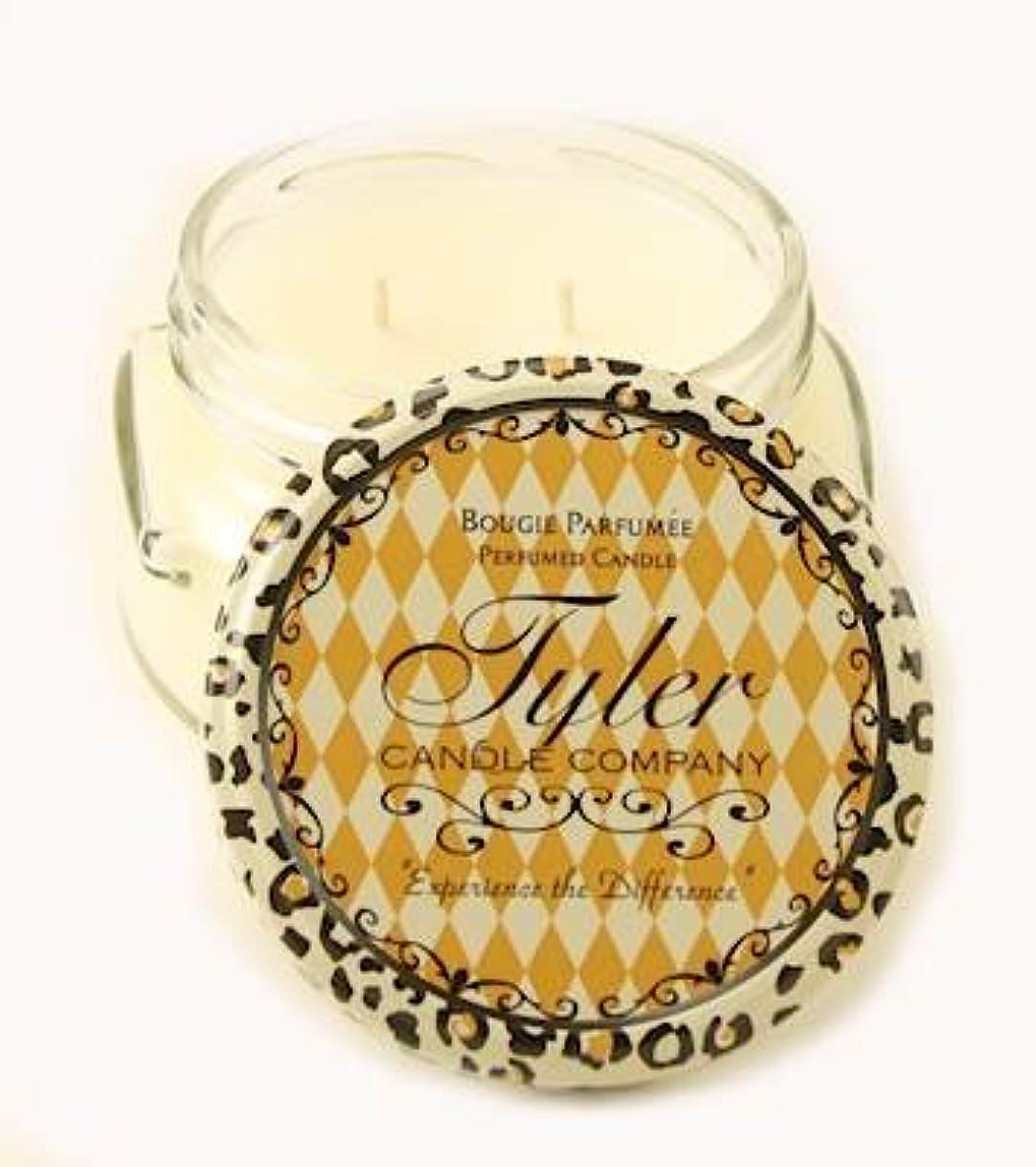 カレンダー葉を拾う居眠りするRevel Tyler 22オンス香りつき2-wick Jar Candle