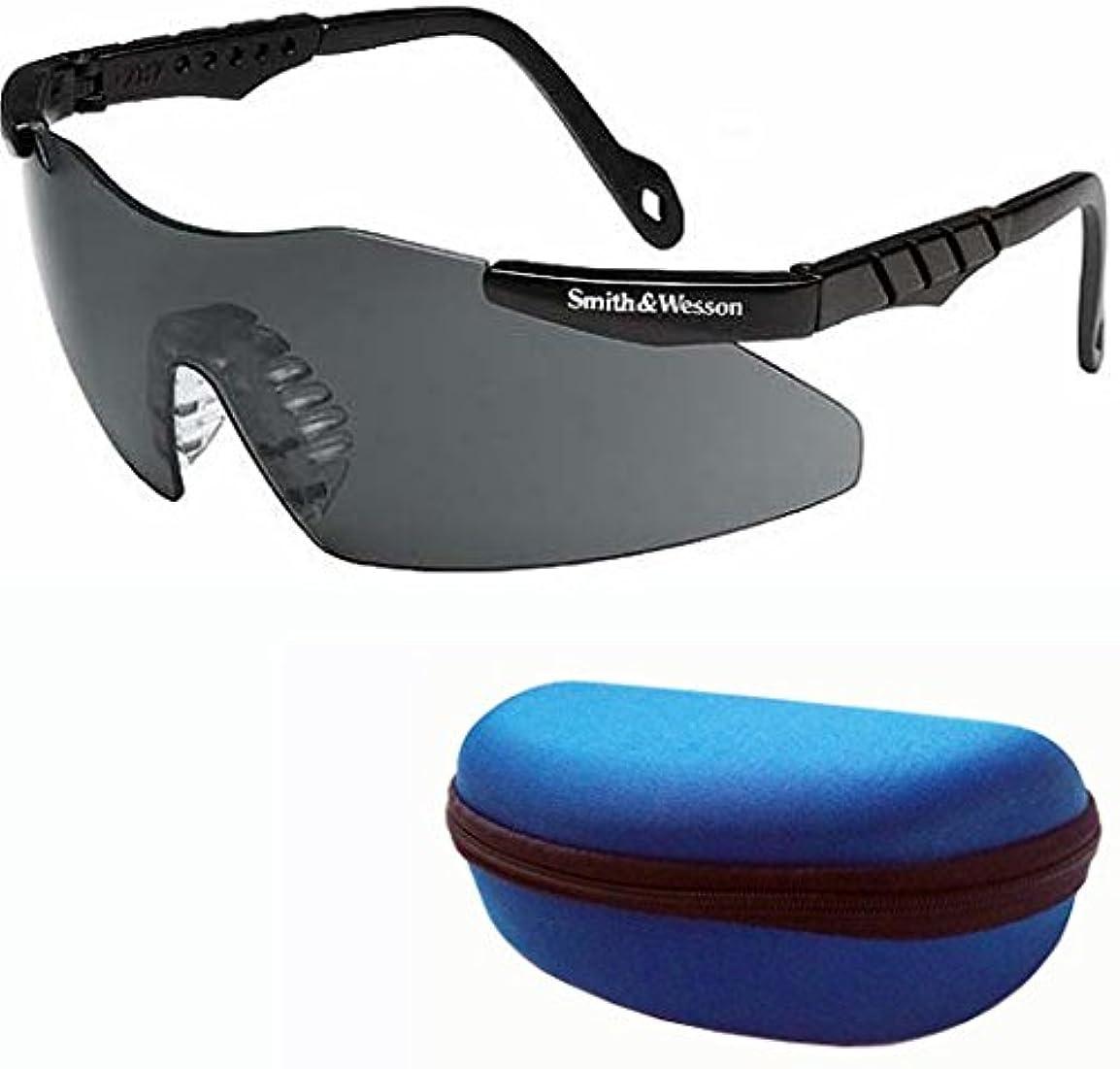 素敵なガロン国際(スミス&ウェッソン)Smith&Wesson マグナム ブラック Fog-Free 曇り止め スポーツサングラス 市販ケースセット 花粉症対策 ゴーグル 保護メガネとして S&W並行輸入品