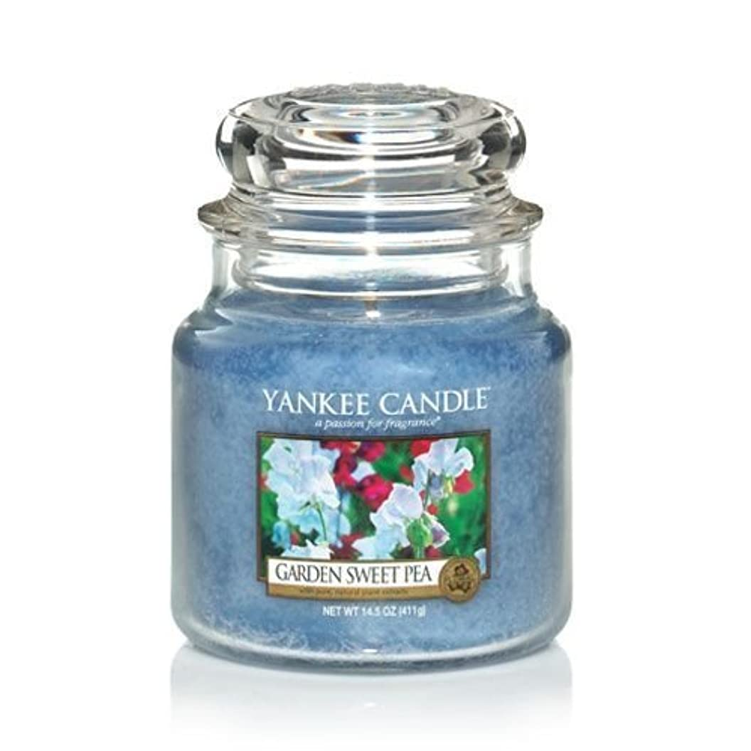 赤特性安心Yankee Candle 14.5 Oz Jar Candle Garden Sweet Pea by Yankee Candle [並行輸入品]