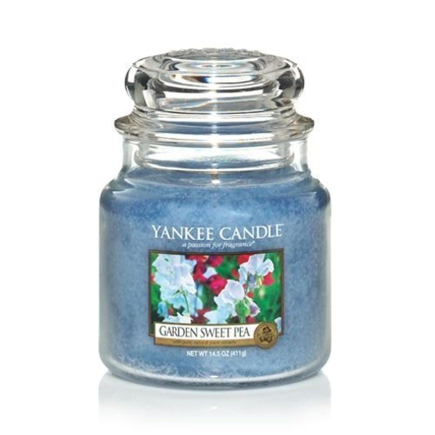 フォローリール反発するYankee Candle 14.5 Oz Jar Candle Garden Sweet Pea by Yankee Candle [並行輸入品]
