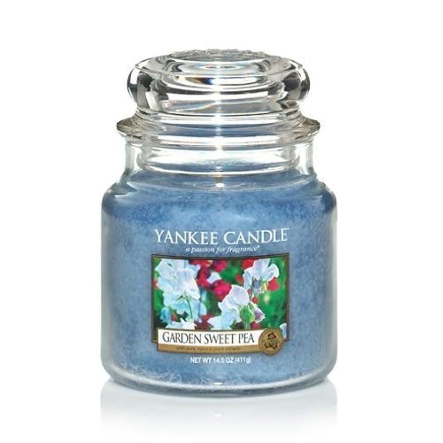 役に立つ減衰穴Yankee Candle 14.5 Oz Jar Candle Garden Sweet Pea by Yankee Candle [並行輸入品]