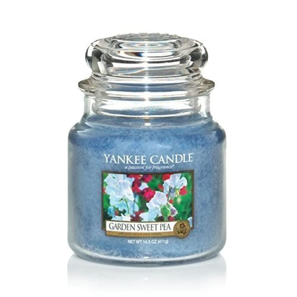 発音りオープニングYankee Candle 14.5 Oz Jar Candle Garden Sweet Pea by Yankee Candle [並行輸入品]