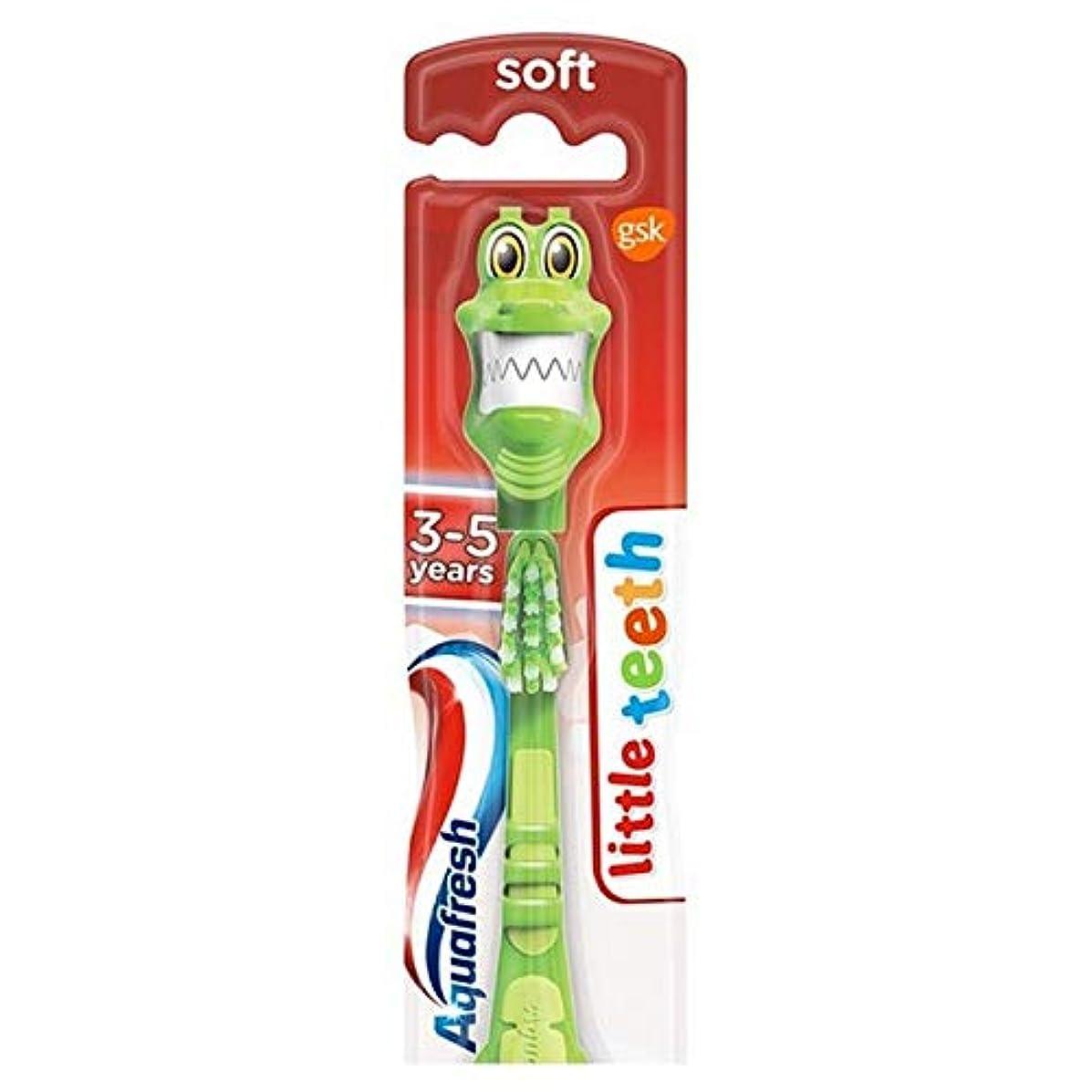 感謝祭スクリュー荒らす[Aquafresh ] アクアフレッシュ少し歯3~5人の子供の柔らかい歯ブラシ - Aquafresh Little Teeth 3-5 Years Kids Soft Toothbrush [並行輸入品]