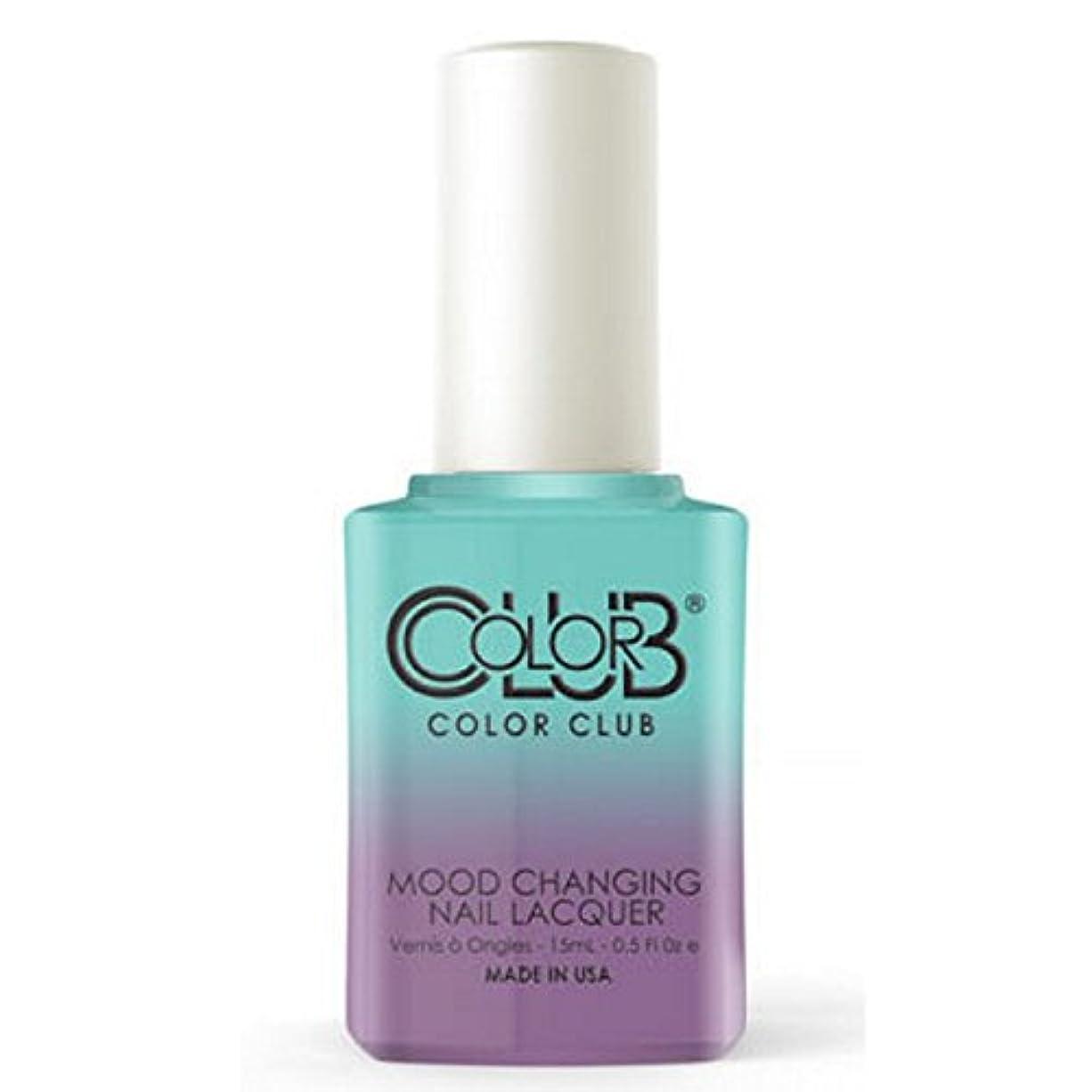 検体集める手を差し伸べるColor Club Mood Changing Nail Lacquer - Serene Green - 15 mL / 0.5 fl oz