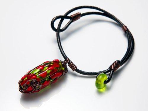 瑠璃玉 ・ ドラゴンフルーツみたい なのに透明感赤とグリーンの個性的カラー チョーカー