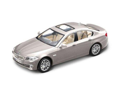 【正規輸入品】 BMW 5シリーズ セダン 1:18(Norev) チタン・シルバー