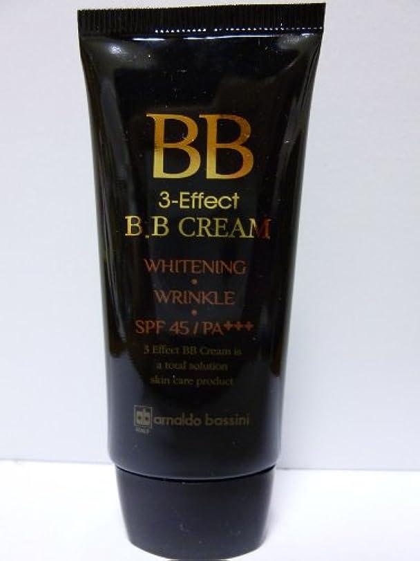 干し草分解するフィードオンBB 3-Effect B.B CREAM